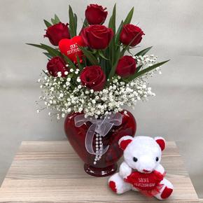 karma Çiçek demeti Kalp Vazoda 7 Gül Ayıcık