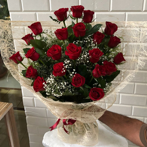 spatıfilyum Bouquet Of 25 Red Roses