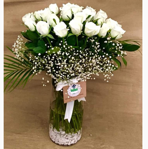 21 white rose in a vase