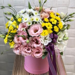 17 gülden buket Kutuda Papatya ve Mevsim Çiçekleri