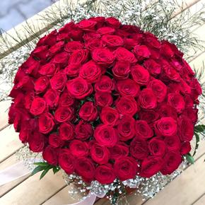 güllerden Özel tasarım Cam Vazoya 77 Gül