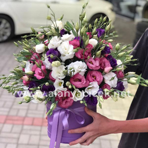 13 red roses bouquet Lisianthus