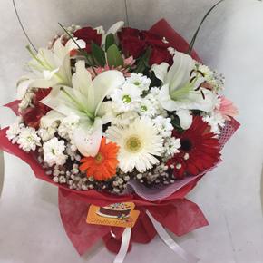 alanya çiçekçilik Mevsim Çiçeklerinden Demet