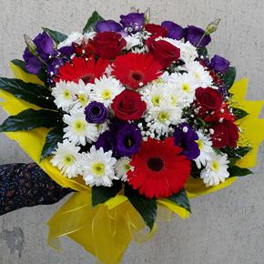 alanya çiçekçilik Güllü ve Renkli Çiçek Demeti