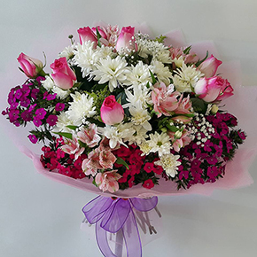 bouquet of daisies bouquet Pink roses and other flowers