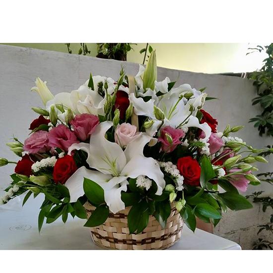 sevgilinizin baş harfi Sepette Kaliteli Çiçekler