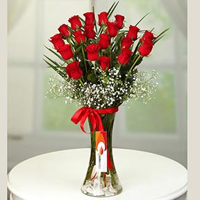 21 kırmızı gül Vazoda 19 Güller