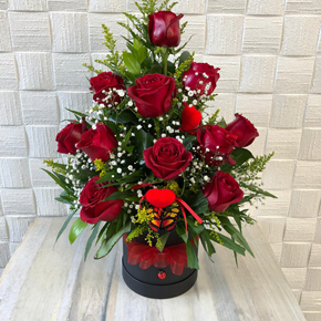 17 red roses in a vase 11 Roses in Black Box