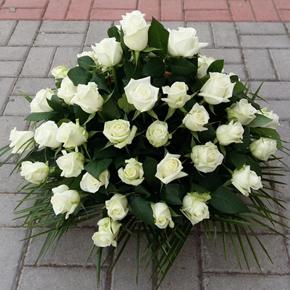 7 kırmızı gül buketi Sepette Beyaz Güller