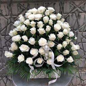 Özel tasarım Beyaz Güller  Sepette