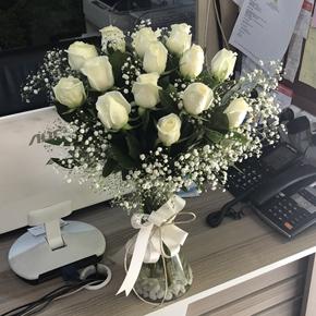 kutu güller Vazoda 13 Beyaz Gül