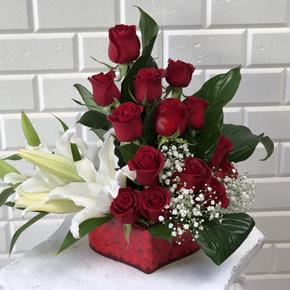 beyaz vip orkide aranjmanı Güller ve Lilyum
